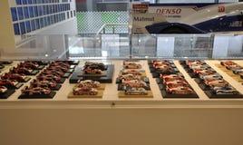 Paris, le 20 août - mini collection de voitures de Toyota dans la salle d'exposition à Paris Photos libres de droits