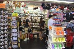 Paris, le 15 juillet : Boutique de souvenirs de Paris dans les Frances Image stock