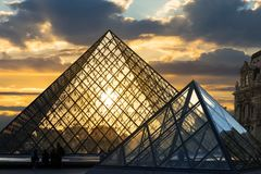 Paris le louvre, Frankreich lizenzfreies stockbild