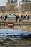 Paris, les banques de la Seine sont inondés, la Seine est de 6 mètres au-dessus du niveau Photos stock