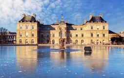 Paris - Luxembourg slott i Jardinen Arkivfoton