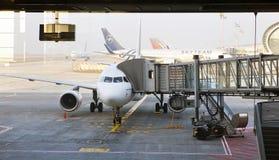 PARIS 16. MÄRZ: Flugzeuge am Paris-Flughafen auf march16, 2012 in Paris, Frankreich Stockbilder