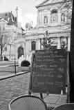 Paris - menu em um restaurante imagem de stock royalty free