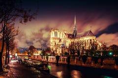 Paris na noite fotos de stock royalty free