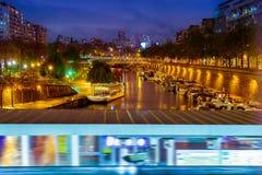 Paris nachts, die Seine lizenzfreie stockfotografie