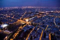 Paris nachts gesehen von 300 m über Boden Stockfotos