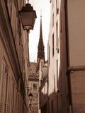 Paris ner gränden Arkivbilder