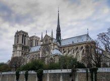 Paris, Notre Dame no dia chuvoso, França Fotos de Stock Royalty Free