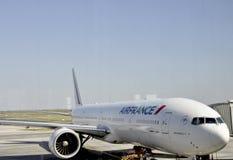 Paris, o 21 de agosto - avião de Air France através da janela Foto de Stock Royalty Free
