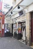 Paris, o 17 de julho: Lugar de Huchette do teatro de Paris em França Imagens de Stock