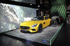 Paris, o 14 de julho: Mercedes Showroom na avenida de Champs-Elysees em Paris fotos de stock
