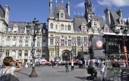 Paris, o 17 de julho: Plaza da câmara municipal de Paris em França Fotografia de Stock Royalty Free