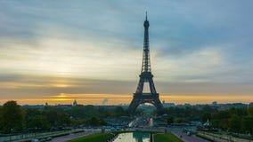 Paris på soluppgången arkivfilmer