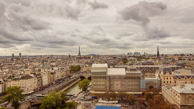 Paris-Panorama in Richtung zum Eiffelturm Timelapse