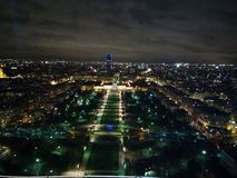 Paris par nuit images stock