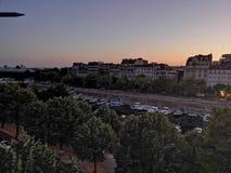 Paris pela fotografia da rua do bastille do por do sol da noite imagens de stock royalty free
