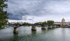 Paris - Pontet des Arts fotografering för bildbyråer