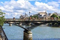 Paris Pontet des Arts (Passerelee des-konster) Arkivbilder