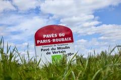 Paris Roubaix milstolpe Arkivfoto