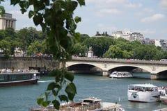 Paris Seinen, den härliga bron - Arkivfoto