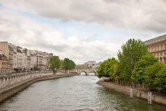 Paris sikt av Seinen från bron royaltyfria bilder