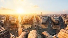Paris sikt uppifrån av Arc de Triomphe royaltyfri bild