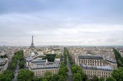 Paris-Skylineansicht von Arc de Triomphe in Paris Stockbild