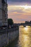 paris solnedgång Arkivfoton
