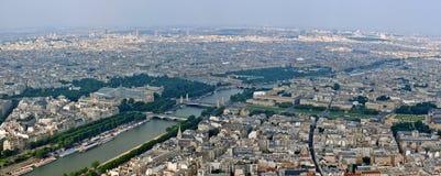 Paris stads- och seineflodsikt från det Eiffel tornet Royaltyfri Foto