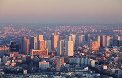 Paris stadspanorama - flyg- sikt på solnedgången Arkivfoton