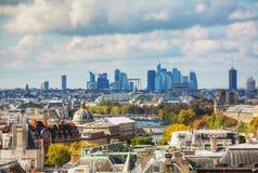 Paris-Stadtbild mit La-Verteidigung Stockfotografie