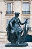 Paris staty framme av det Orsay museet Royaltyfri Fotografi