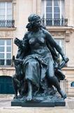 Paris staty framme av det Orsay museet Arkivfoton