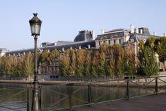 Paris-Straßenlaterne, Seine-Fluss Stockfotos