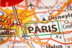 Paris sur une carte Photo libre de droits