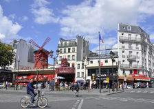 Paris, taberna august do vermelho 18,2013-Moulin em Paris Imagens de Stock Royalty Free