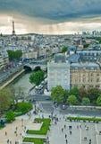 Paris tormentoso imagens de stock