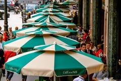 Paris trottoarkafé Arkivfoton