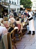 Paris trottoarrestaurang, Frankrike Royaltyfri Fotografi