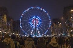 Paris tuggar ljudligt den Elysee pariserhjulen
