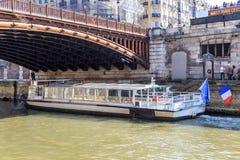 Paris turist- fartyg Arkivbilder