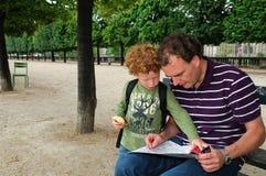 paris turister fotografering för bildbyråer