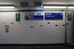 Paris-U-Bahnstations-Wand Stockfotografie
