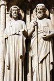 Paris und Statuen Notre Dame Lizenzfreie Stockfotos