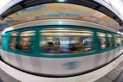 Paris Untertage: Zug in der Bewegung lizenzfreies stockbild