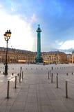 Paris Vendome fyrkantig landmark på solnedgång. Frankrike fotografering för bildbyråer