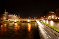 Paris vid natt Royaltyfria Foton