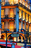 Paris vid natt på boulevardSaint-Michel nära latinsk fjärdedel Royaltyfri Fotografi
