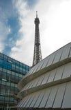 Pariser Architekturkontrast Stockfotografie