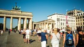 Pariser Platz e Brandenburger Tor Berlin video d archivio